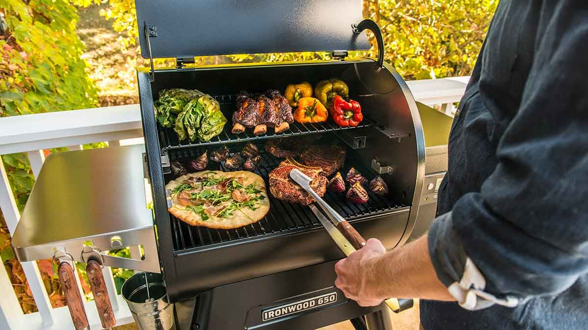 Features of Louisiana Grills Champion Pellet Grill